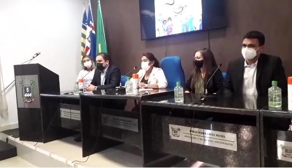 Jovelina Furtado ciceroneou a reunião de forma imparcial e deve convocar a diretora