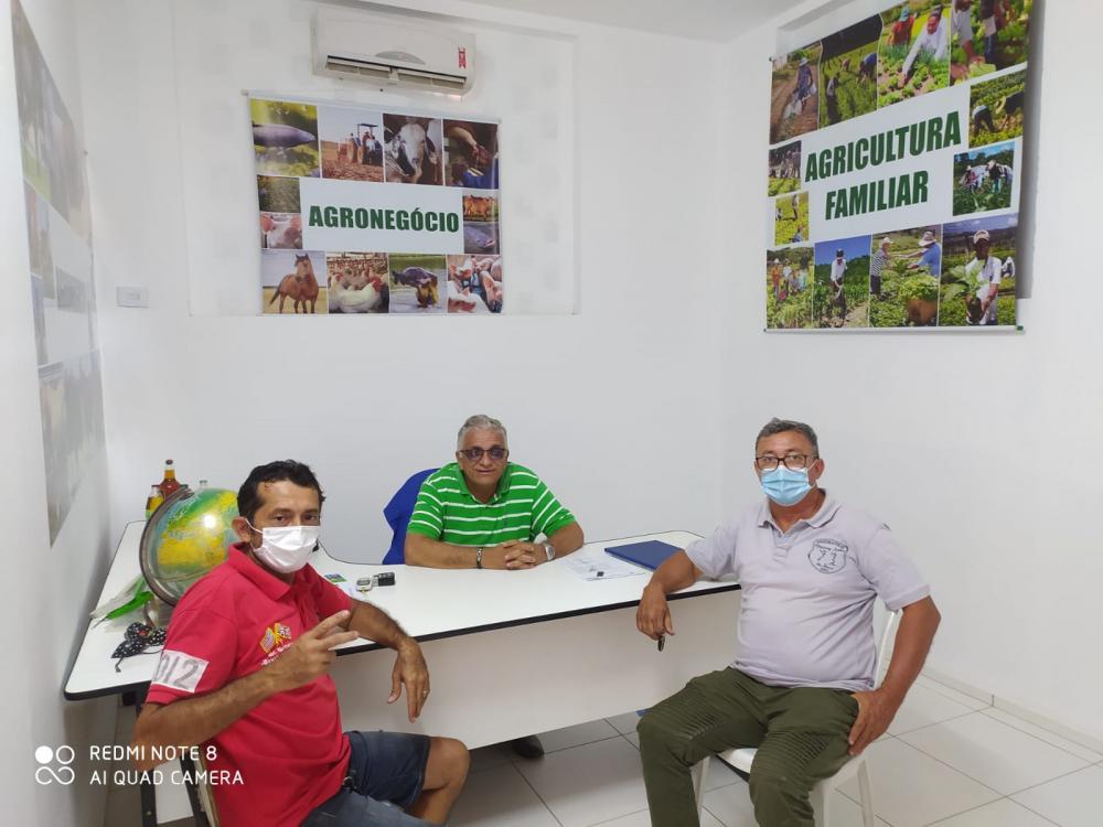 Secretário Geraldo Veras com representantes da piscicultura barrense