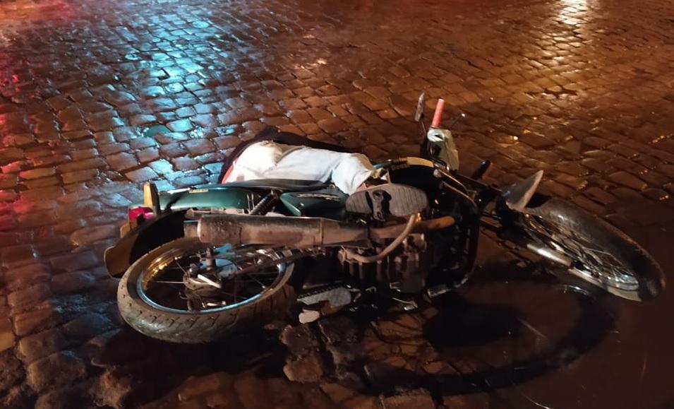 Bigode morto ainda em cima de uma mota