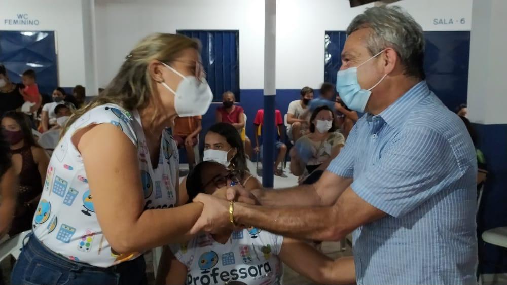 Prefeito Capote e professora Ana Karla em evento na escola do Riacho Verde. Foto: Cleiton Santos
